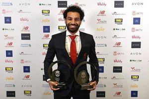 Salah đi chuyên cơ thu thập hat-trick giải thưởng trong một ngày