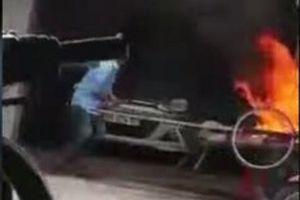 Phạt người đàn ông đốt xe ba gác 3,5 triệu đồng