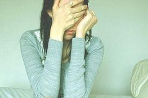 Tỉnh giữa đêm, cô gái choáng váng thấy trên giường là người đàn ông lạ mặt