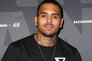 Chris Brown tổ chức hiếp dâm tập thể, phải bồi thường 400 tỷ?