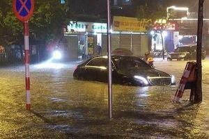 Hà Nội: Nhiều tuyến đường thành sông sau mưa lớn