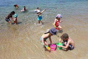 Tắm biển trời nắng nóng: Không cẩn thận có thể nguy hiểm tính mạng