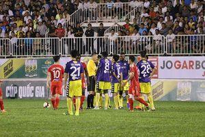 Dính phạt thẻ đỏ, trợ lý HLV CLB Hà Nội tuyên bố: 'Họp báo không để làm gì'