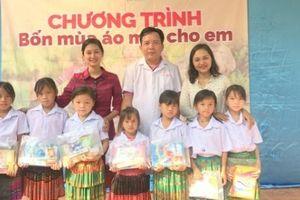 Clip: Vượt non ngàn đưa áo trắng đến học sinh Điện Biên