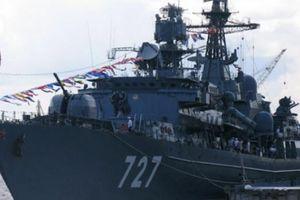 Tàu chiến Nga chơi chiêu 'mèo vờn chuột' với tàu sân bay Mỹ