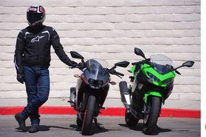 2018 KTM RC 390 với Kawasaki Ninja 400 ABS: 'Bất phân thắng bại'