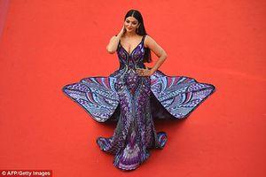 Hoa hậu thế giới Aishwarya Rai lộng lẫy với váy đuôi công tại Cannes