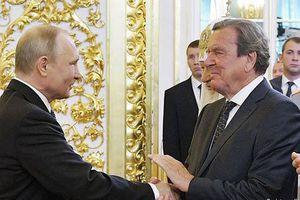 Cái bắt tay đầy hàm ý trong Lễ tuyên thệ nhậm chức của ông Vladimir Putin