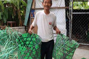 Cụ ông 70 tuổi chế tạo ra những chiếc sọt rác độc nhất vô nhị