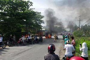Vĩnh Long: Ô tô bốc cháy ngùn ngụt giữa đường kèm tiếng nổ lớn