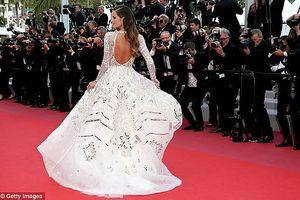 Siêu mẫu nội y sexy nổi bật, hút 'rừng' ống kính ở thảm đỏ Cannes