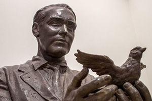Julio López, người 'thổi' hồn thơ vào điêu khắc