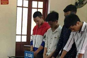 Hà Tĩnh: Nhóm 9X liên tiếp 'nhảy xe' trước cổng trường lĩnh án