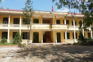 Trường mới xây đã 'dọa' sập, học sinh sơ tán về...trường cũ