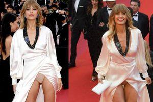 Người mẫu Czech thản nhiên để lộ nội y trên thảm đỏ Cannes