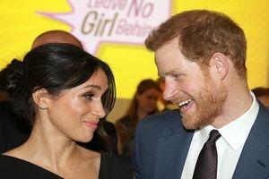Khoảnh khắc ngọt ngào hạnh phúc của cặp đôi Hoàng gia Harry-Markle