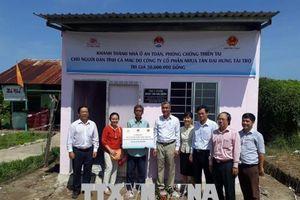 Xây dựng nhà ở an toàn cho đồng bào nghèo tại Bến Tre và Cà Mau