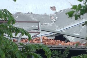 Sàn bê tông mới đổ bị sập, 4 người thương vong