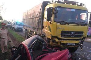 Tin tức tai nạn giao thông nóng nhất 24h: Xe khách va chạm xe ben làm gãy 3 cột điện, tài xế nguy kịch
