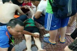 Nghệ An: Một phụ nữ ngất xỉu khi đang tắm ở bể bơi, nghi bị điện giật