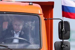 Nga xây cầu dài nhất châu Âu tới Crimea, EU đe dọa trừng phạt