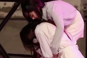 Thành viên nhóm Lovelyz ngất xỉu trên sân khấu