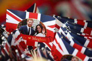 Trà, áo thun, bao cao su: Đại chiến đồ lưu niệm hôn lễ hoàng tử Anh