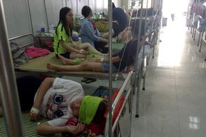Hơn 70 sinh viên ngộ độc sau buổi liên hoan chia tay
