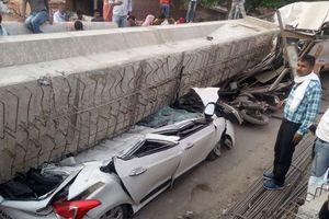 Cầu Ấn Độ sập, đè bẹp nhiều phương tiện, 18 người thiệt mạng