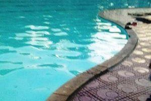 Một phụ nữ bị điện giật suýt chết khi bơi ở bể bơi QK4?