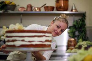 Bật mí về chiếc bánh cưới trong lễ kết hôn của Hoàng tử Anh Harry