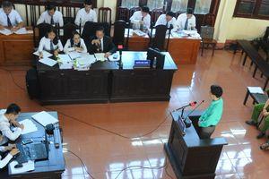 Bác sĩ Hoàng Công Lương đối chất với điều tra viên về lời khai bị nhân bản