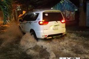 Mưa lớn, nhiều tuyến đường ở Thành phố Hồ Chí Minh ngập nặng