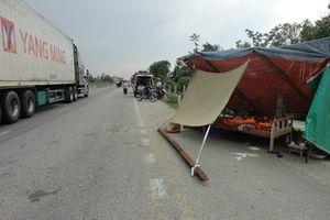 Phơi lúa trên Quốc lộ 1A, 1 phụ nữ bị xe tải tông tử vong