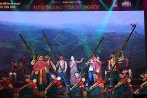 Quà tháng 5 dâng Người: Sống mãi những ca khúc về Chủ tịch Hồ Chí Minh