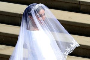 Những thông điệp ẩn sau chiếc váy cưới của tân công nương xứ Sussex
