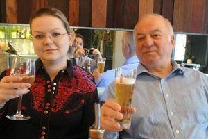 Diễn biến mới vụ cựu điệp viên Nga bị hạ độc sau vài tuần 'chìm xuồng'
