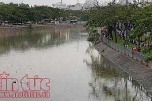 Ngồi câu cá thì gặp mưa lớn, thiếu niên rơi xuống kênh mất tích