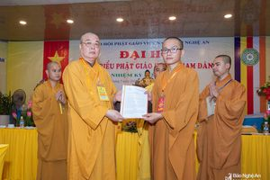 Trao quyết định thành lập Ban trị sự Giáo hội Phật giáo Việt Nam huyện Nam Đàn