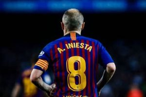 Nou Camp nghẹn ngào chia tay 'phù thủy' Iniesta
