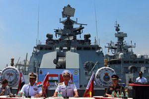 Ba tàu chiến của Hải quân Ấn Độ cập cảng Tiên Sa