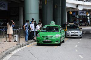 Đua giảm giá taxi sân bay Nội Bài