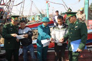 Tuyên truyền, phổ biến pháp luật cho gần 200 cán bộ, nhân dân ven biển