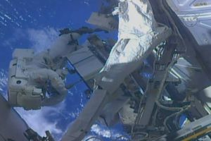 Bi hài sắp quay phim ngoài vũ trụ thì... phát hiện quên thẻ nhớ