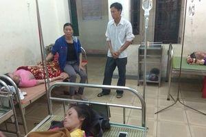 Ngồi trong nhà, 4 người bị sét đánh nhập viện cấp cứu