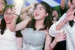 Ngắm nữ sinh Chu Văn An lộng lẫy như công chúa trong Lễ tri ân và trưởng thành