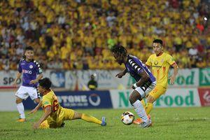 Vòng 8 V-League: Đỉnh cao và vực sâu