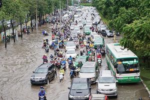 Chỉ có 10 tuyến đường bị ngập, còn lại bị tụ nước (!?)