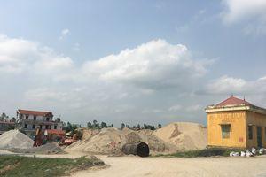 Tiên Lữ (Hưng Yên): Ngang nhiên lập bến bãi trên đất nông nghiệp, vi phạm hành lang an toàn đê điều!