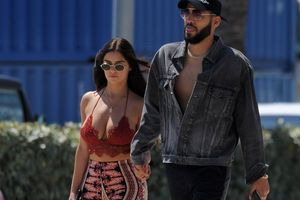 Demi Rose diện nội y khoe vòng 1 bốc lửa, sánh bước bên bạn trai